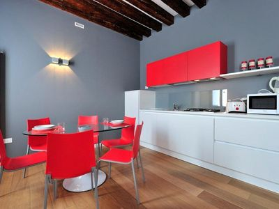 Photo for Modern and bright apartment with free WI-FI and washing machine - Rialto bridge