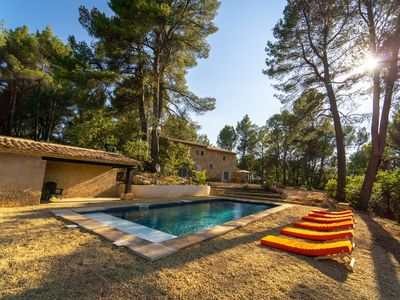 Photo for Provencal farmhouse with panoramic views and pool