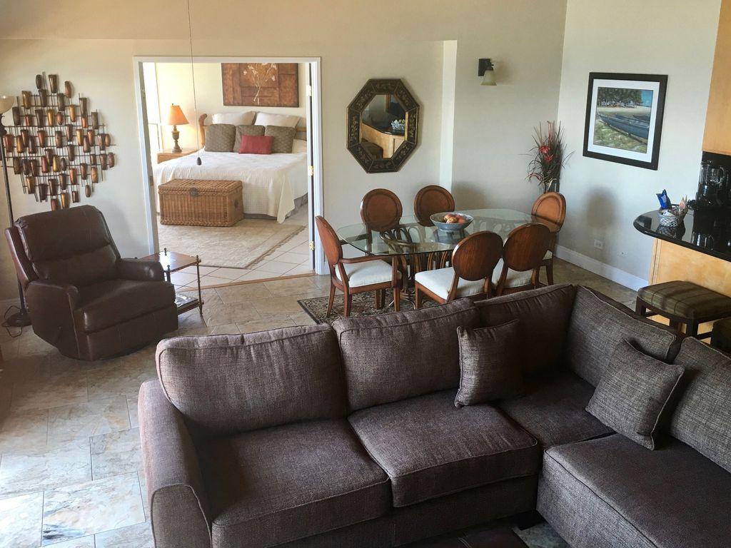 3 bed oceanfront condo one of a kind homeaway lahaina for One of a kind beds