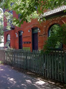 Photo for Hip, Urban, Comfortable Apt. in Quiet Historic Neighborhood. Perfect for couples