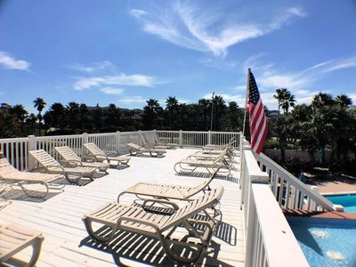 Photo for Classy Condo Overlooking Pool & Tropical Landscaping in Palm Cove! (102)