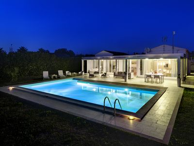 Photo for Beautiful and Elegant Modern Villa, with swimming pool, solarium and garden.