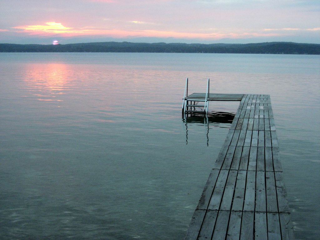 Torch lake waterfront cottage alden northwest michigan for Waterfront cottage