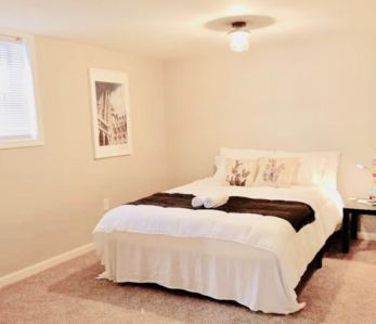 Photo for Private Room in Shared House ★ 5-min to Columbus Airport★Parking ★ Fast WiFi ★
