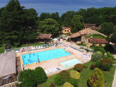 Photo for Superb Holiday Resort **** in Dordogne-Lot : swimming pool, tennis, bar, etc.