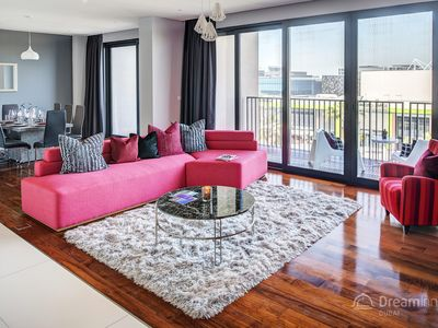 Photo for Spacious City Walk - 303 apartment in Downtown with WiFi, air conditioning, private parking & lift.