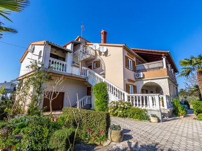 Photo for Apartment with air conditioning, Wi-Fi, balcony, parking, barbecue and small children's swing