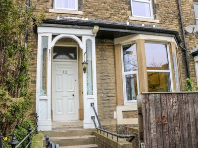 Photo for SKIPTON HOUSE, pet friendly in Skipton, Ref 1001143