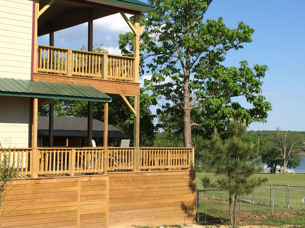 Beautiful new waterfront beach home @ Duchess Creek Estate on Lake Eufaula, Ok.