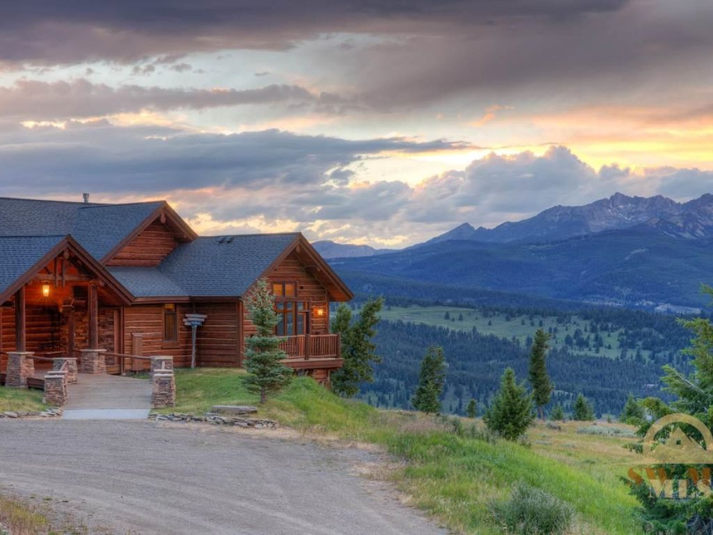 Private luxurious vacation lodge big sky yellowstone park for Big sky cabin rentals