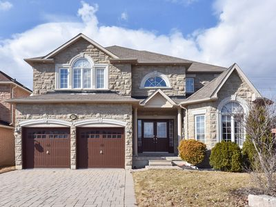 Photo for Huge 5 Bedroom house near Canada Wonderland and Shopping