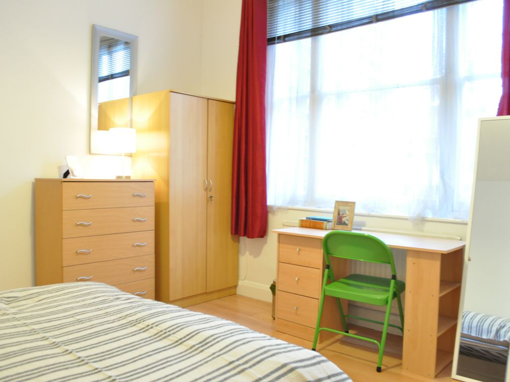 3 bedroom apartments in london england. property image#3 lovely spacious central 3 bedroom apartments - three apartment, sleeps in london england w