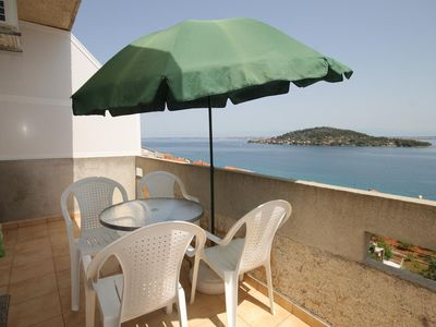 Photo for Two bedroom apartment with terrace and sea view Kali, Ugljan (A-8235-b)