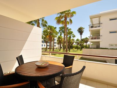Photo for Excellent 1 bedroom ground floor apartment at the Marina de Lagos