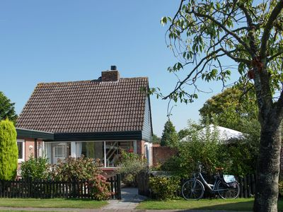 Photo for Modern and comfortable holiday home in nice holiday park near Noordwijkerhout