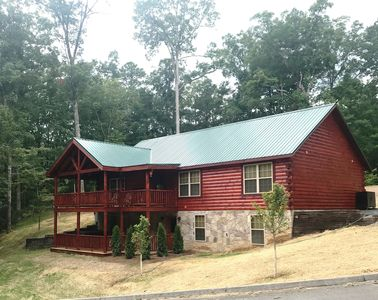 Photo for New Grizzly Getaway Luxury Cabin in Smoky Cove, 4bd/3.5bath, Sleeps 12 now Open