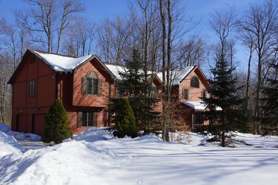 near 3 major ski areas/snow mobile rentals and other winter attractions.