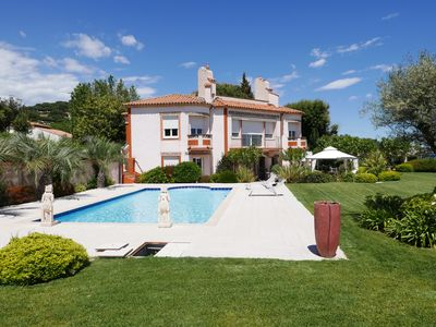 Photo for Luxury villa with heated pool