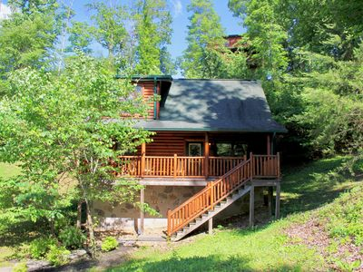 Amazing Location!!! Hot Tub, Sauna, Pool Table, Arcade Games, and More!!!