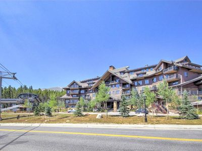 Photo for Ski-in, Ski-out Luxury in 4BD Penthouse at Peak 7!