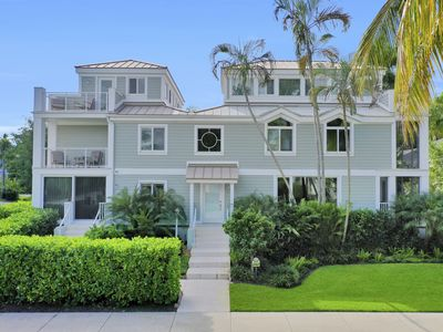 Photo for Olde Naples Beach House - Close to 5th Ave & Downtown - Perfect Winter Getaway