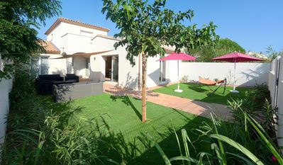 Photo for Detached villa with beautiful outdoor space, the beach on site!