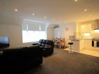 Photo for Exquisite 3 bed/2 bat Cosy Apartment, near to Heathrow