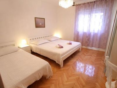 Photo for 1BR Apartment Vacation Rental in Okrug Gornji