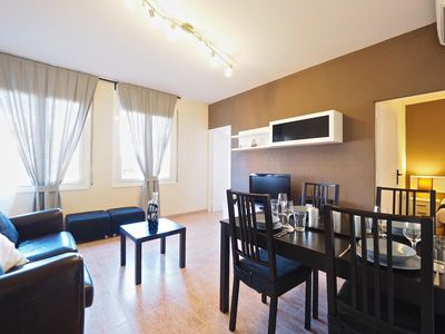 Photo for Villa Olimpica Beach apartment in Poblenou with WiFi & lift.