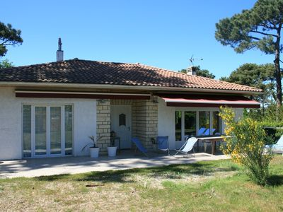 Photo for Great family home located 2 mins walk from the beach of the basin and shops.