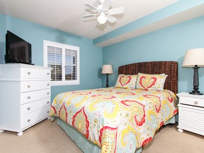 Bedroom - A match made in heaven - a beautiful condo and a beautiful view!