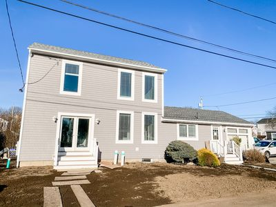 Fresh & Newly Renovated! This Scarborough Beach Home is Everything! Sleeps 8!