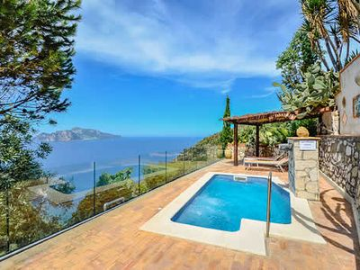 Photo for Traditional villa with stunning views.