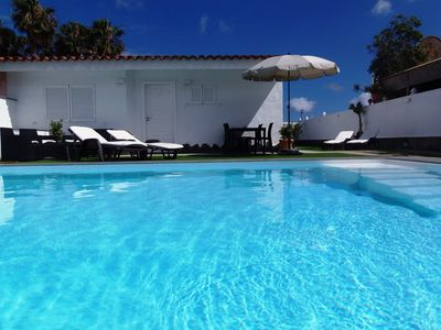 Photo for Villa 6 people, heated pool, first sea line, great location