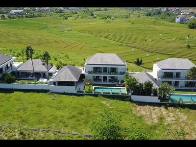 Photo for Luxurious 7 BR Rice with Fields View Villa in Canggu close to the beach #FL