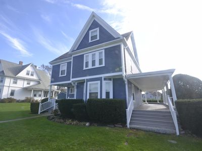 Large victorian, great porches, steps to beach