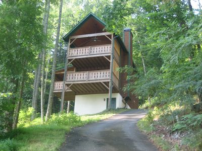 Photo for In Town Just off Main St, Hot Tub, fireplace, walk to everything!