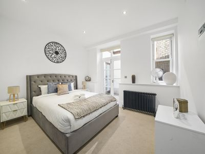 Photo for Luxury 2 Bed Boutique Apartment - Shaftesbury Avenue