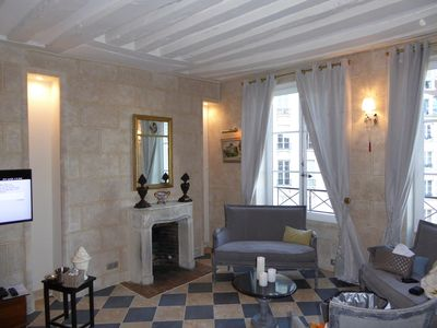Very elegant living room with 3 windows on the mythical Place Dauphine