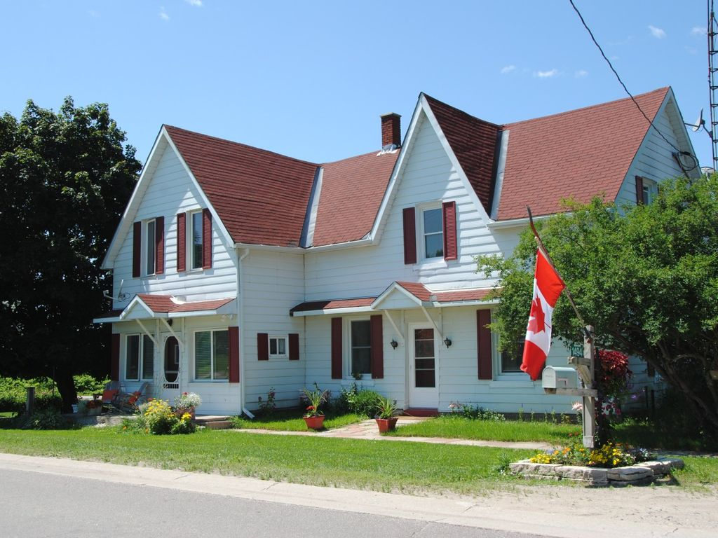 barrie cottage on lake holcroft vacations rentals couchiching property cottages kawartha