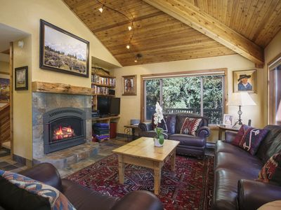 Comfort & Privacy with Postcard Mountain Views! FLEXIBLE SUMMER CANCELLATION POLICY!