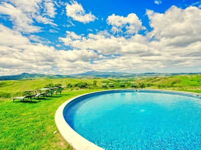Photo for Stunning 6 bedroom villa in Tuscany with pool