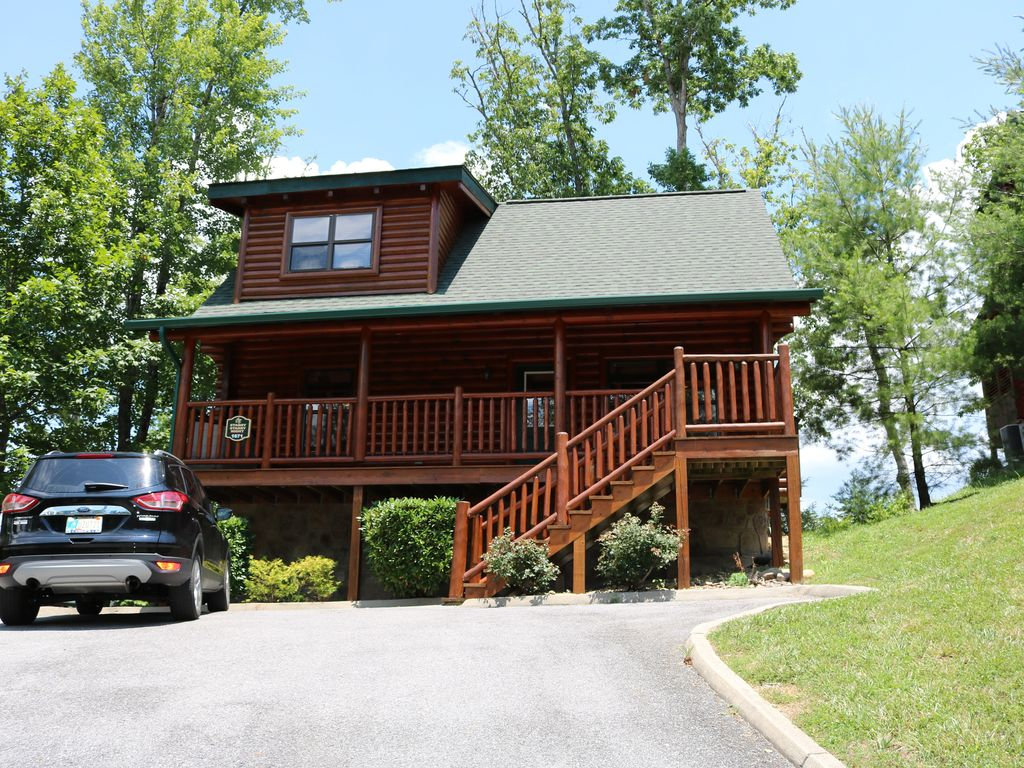 Two Bedroom Two Bathroom Cabin Near Pigeon Forge Pet Friendly Great Rates Pigeon Forge Sevier