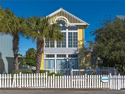 Photo for BEAUTIFUL Beach House Just Steps from the Beach-Private Swimming Pool. 4 Complimentary Bikes!
