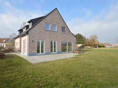 Photo for Magnificent country house with large garden near the city of Ghent.