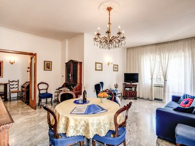 Photo for Bright and Spacious Saint Peter's APARTMENT