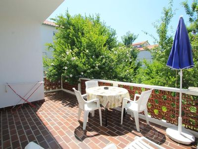 Photo for Three bedroom apartment with terrace Palit (Rab)