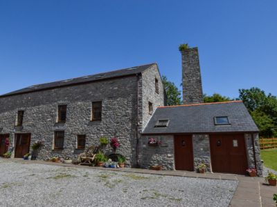 Photo for Located within walking distance of the town of Pembroke with it's magical castle. There are many stu