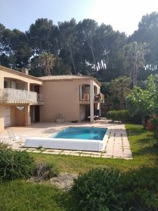 Photo for Apartment 50m from the sea with swimming pool in wooded residence.