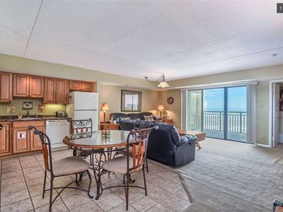 Spacious Condo Overlooking The Wildwood Beach